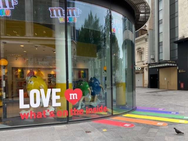 Retail signage strategies for wooing customers back once shops reopen